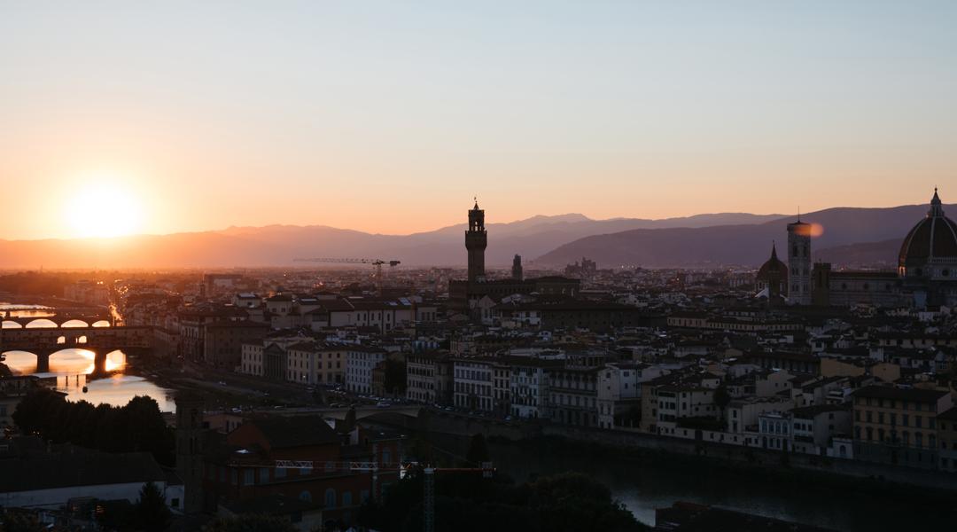 Vista panorâmica da cidade de Florença com a Catedral de Santa Maria del Fiore e o Palazzo Vecchio da Piazzale Michelangelo