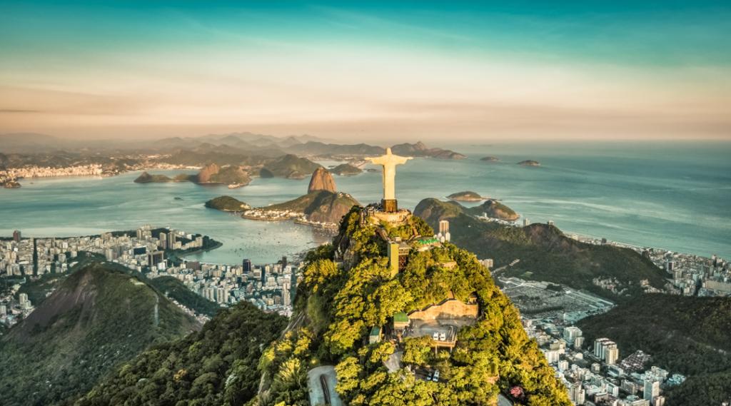 Vista aérea da Baía do Botafogo de alto ângulo, Rio De Janeiro (destinos la casa de papel)