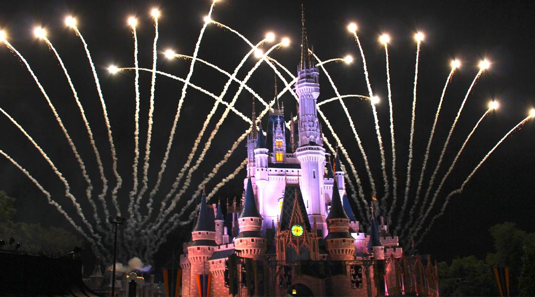 Castelo de projecção noturna e fogos de artifício show