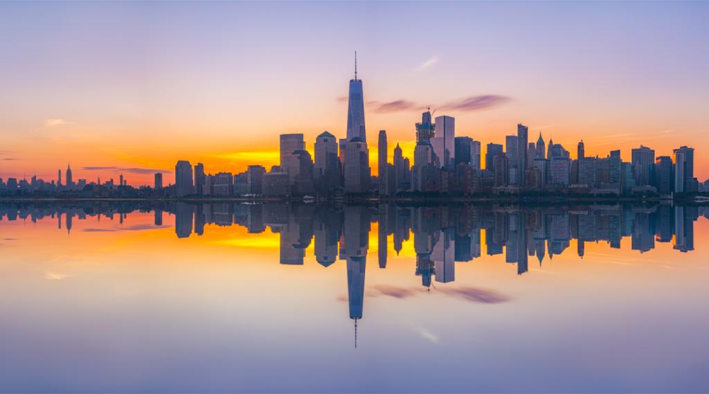 Nova York City Skyline Reflexões ao nascer do sol (Seguro Viagem EUA)