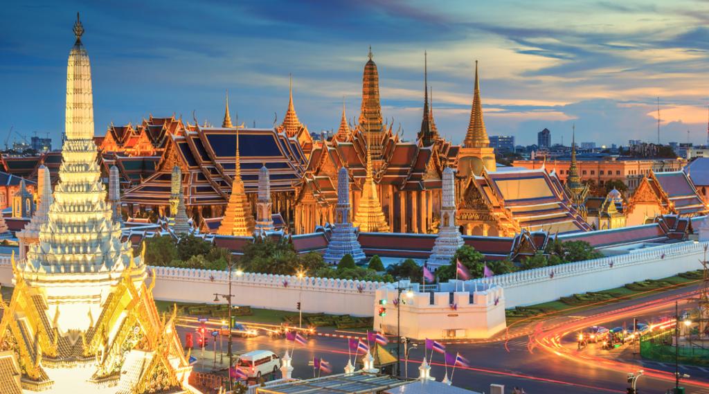 Grande palácio e Wat phra não colocam sol Banguecoque, Tailândia. Belo marco da Ásia. Templo do Buda Esmeralda. paisagem da capital. Vista da Tailândia