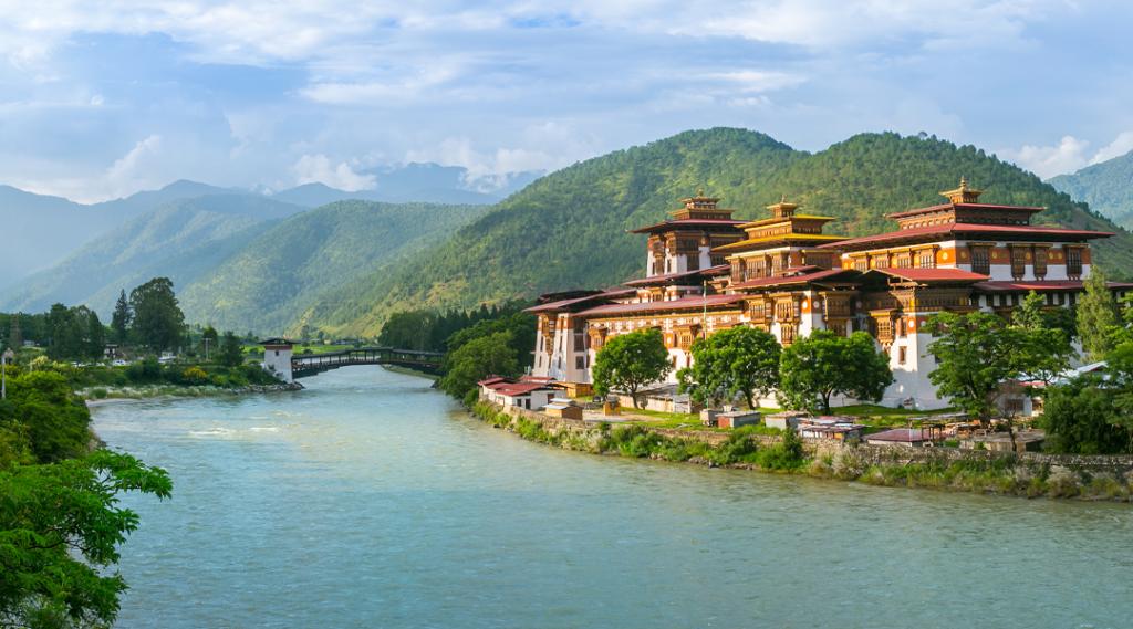 Monastério de Punakha Dzong, um dos maiores monestários da Ásia, Punakha, Butão. Seguro Viagem Internacional