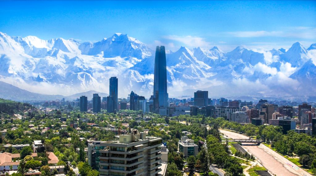 Paisagem urbana branca de Santiago. Seguro viagem américa do sul
