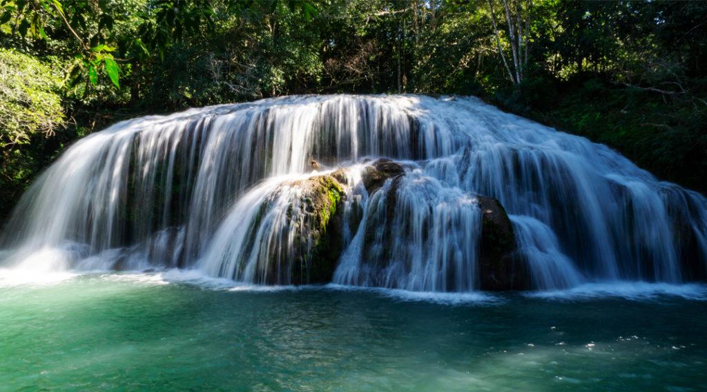 Cachoeira do Rio Formoso - Bonito - Mato Grosso do Sul - Brasil. Pontos turísticos do Centro-Oeste