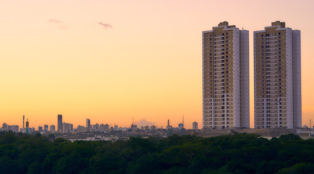 lindo pôr do sol - Cuiabá, Mato Grosso, Brasil. Pontos turísticos do Centro-Oeste