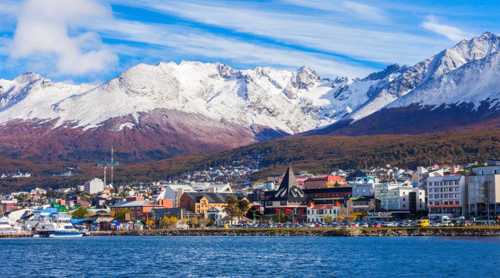 Vista aérea de Ushuaia. Ushuaia é uma cidade da Argentina, capital da província de Tierra del Fuego. Seguro viagem argentina