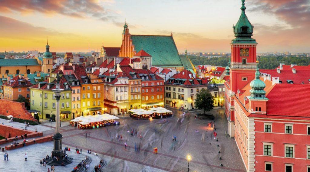 vista superior em uma praça na polônia