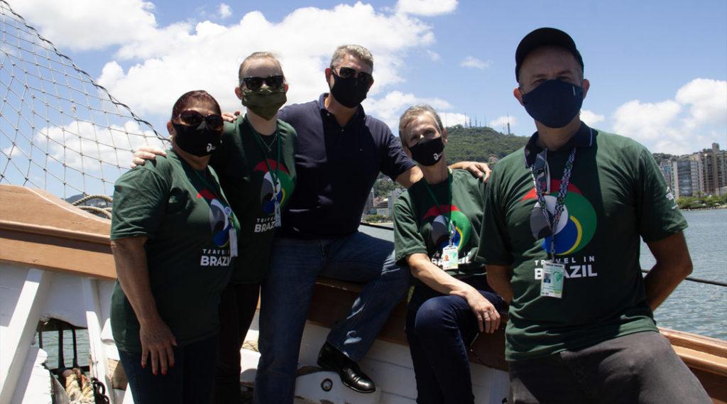foto com equipe travel in brazil