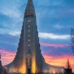 Foto da igreja de Hallgrímskirkja, igreja luterana de arquitetura única, um dos principais pontos turísticos da Islândia