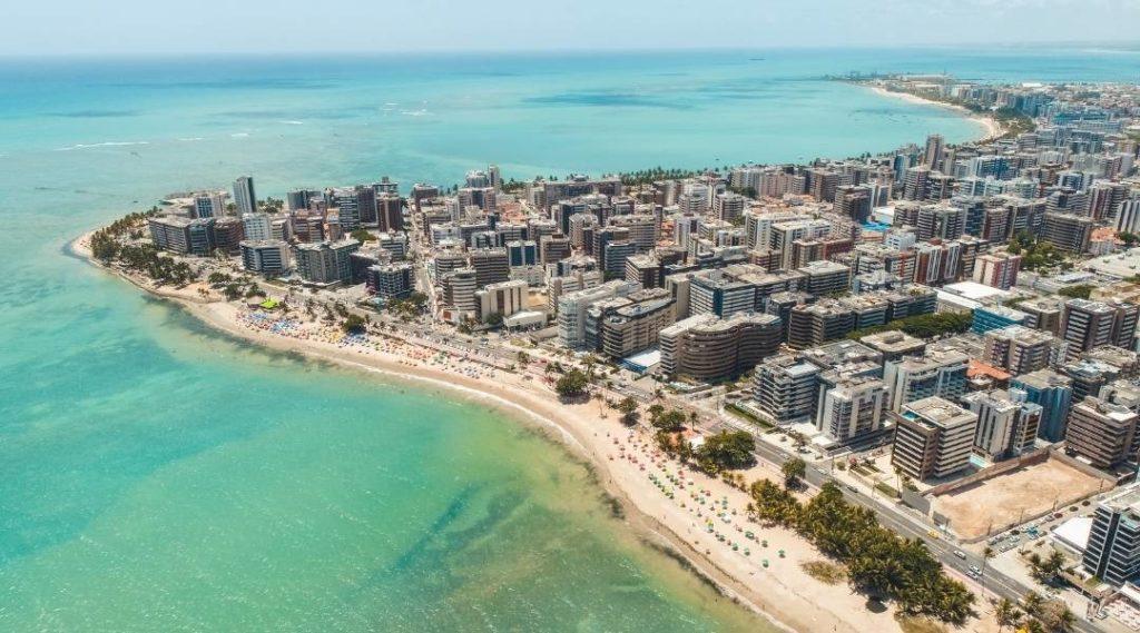 Imagem aérea de uma das praias de Maceió, capital de Alagoas